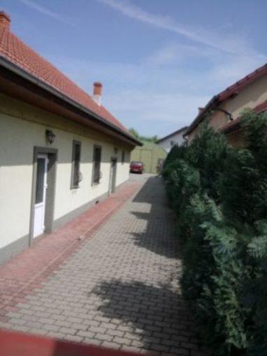 curte hala cu birouri in zona Aradul Nou